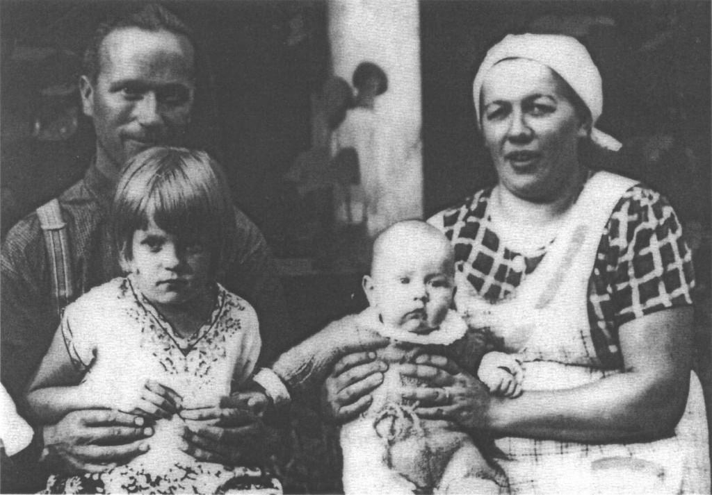 [09] Perhekuva kesällä 1939 Riennon kesähuvilalla