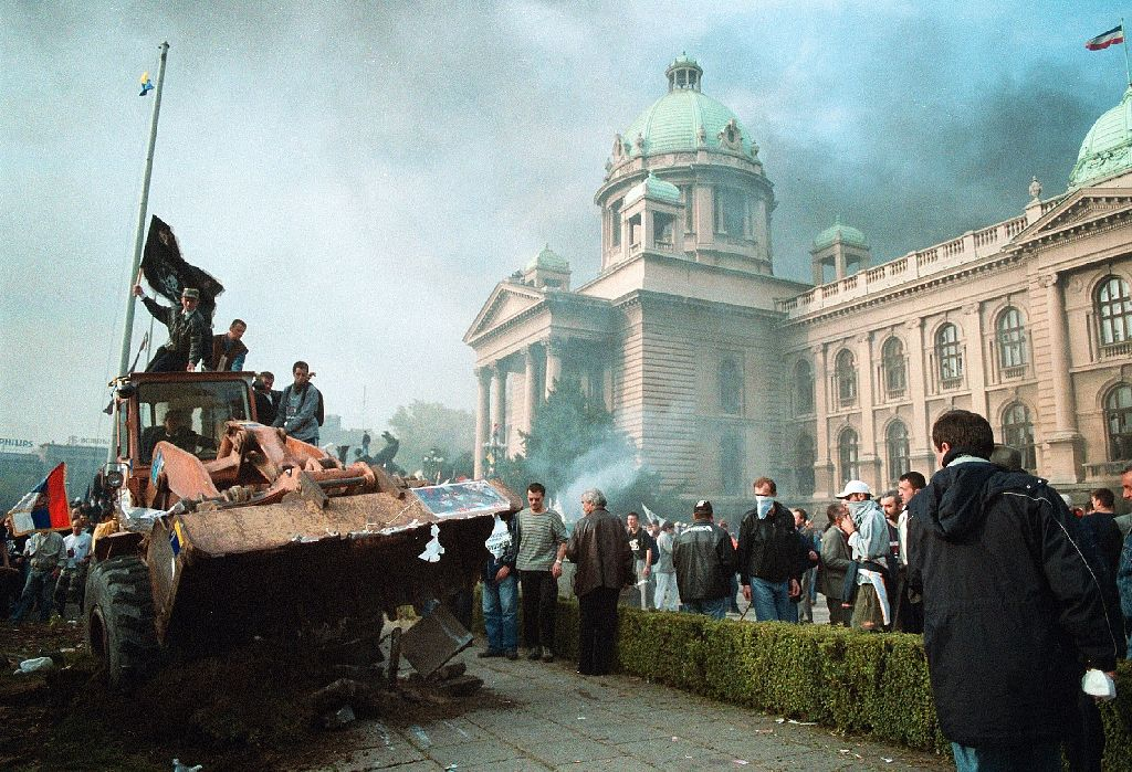 Kertomuksia rohkeudesta: Serbian puskutraktorivallankumous vuonna 2000